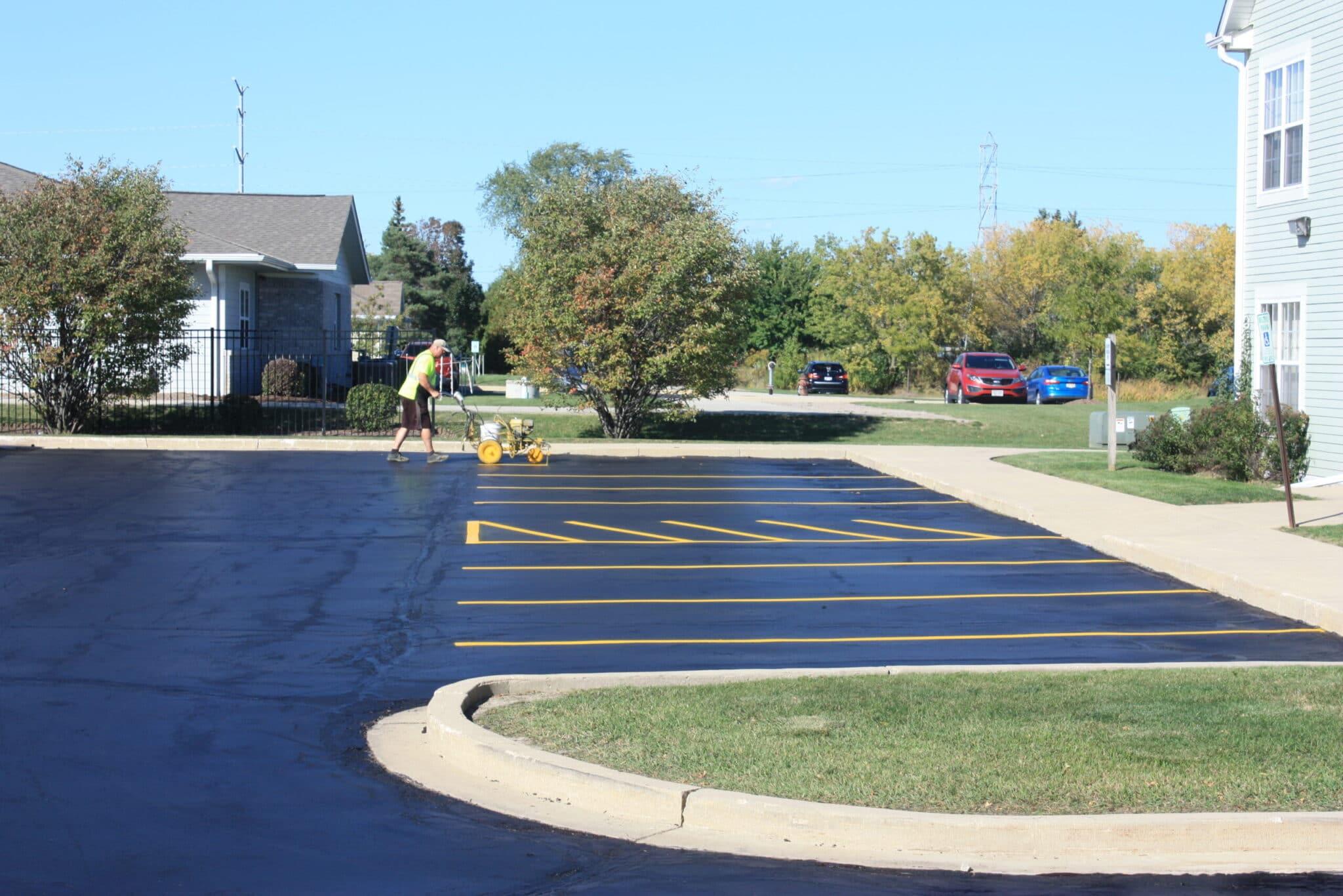 asphalt striping in kenosha, kenosha asphalt painting, parking lines kenosha
